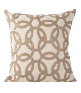 Подушка, украшенная вышивкой, 45 x 45 см.