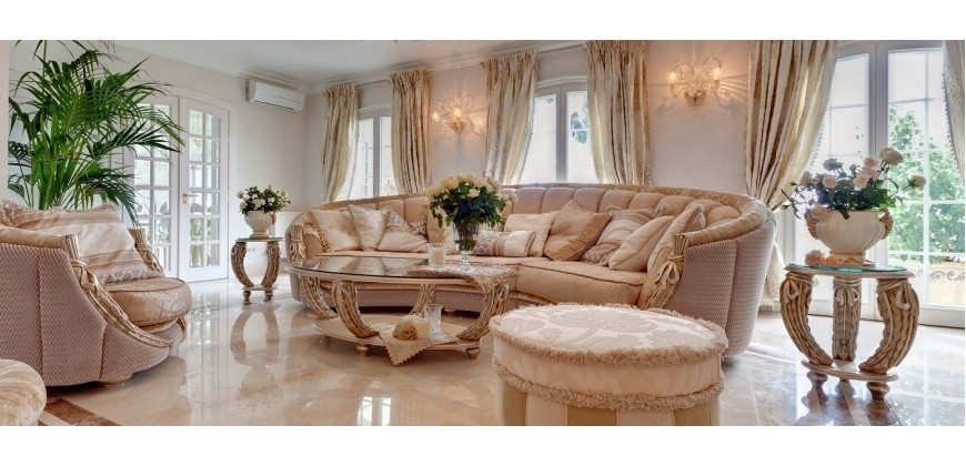 Curtains, cushions and textile decorations are the details that exalt the classic style